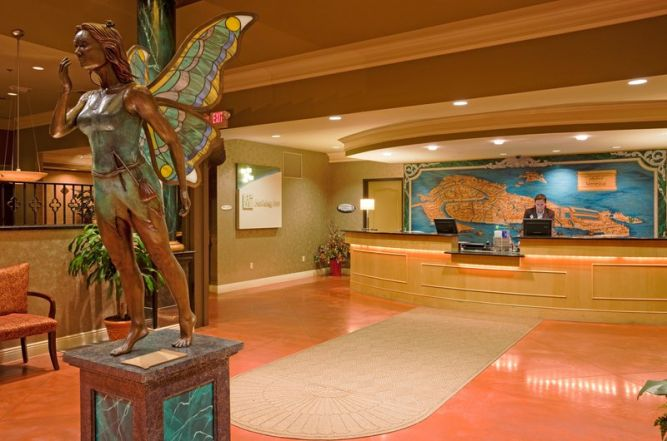 holiday-inn-photo-lobby.jpg